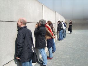 travelxsite berlin walking tour along the wall