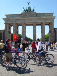 travelxsite berlin bike tour highlights brandenburg gate