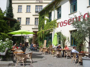 travelxsite berlin walking tour scheunenviertel beer garden.jpg