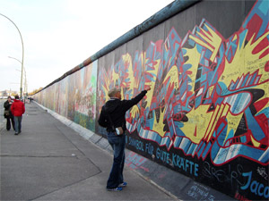travelxsite berlin radtour mauer highlights east side gallery