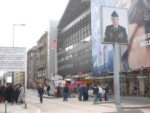 travelxsite berlin bus tour checkpoint charlie