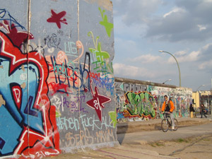 travelxsite berlin radtouren alternative stadtfuehrung mauer highlights east side gallery